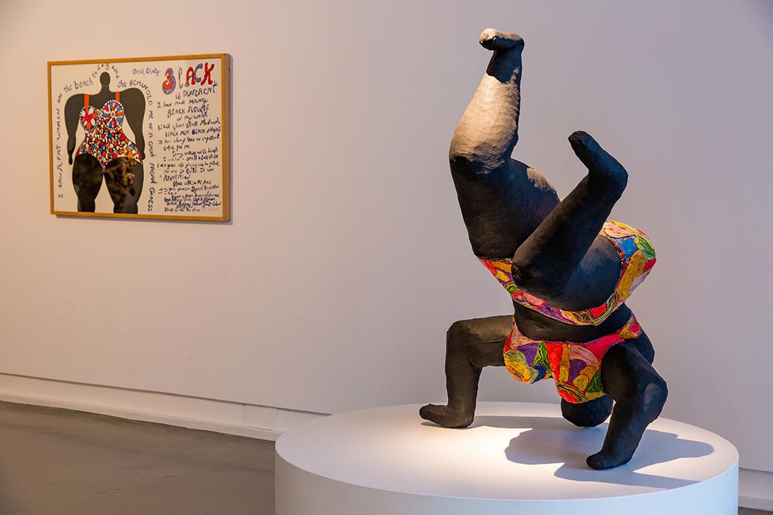 Niki de Saint Phalle : Black is different, 1994 ; Nana noire upside down, 1965-1966