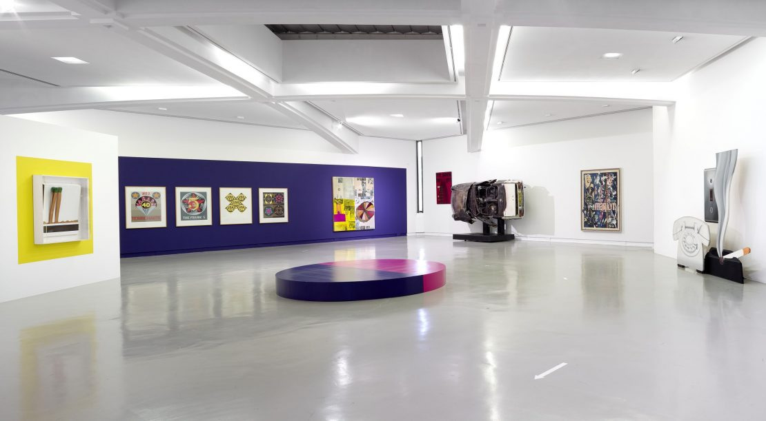 Salle 8, Nouvel Accrochage de la Collection, Mai 2020 ; oeuvres de Raymond Hains, Robert Indiana, Mimmo Rotella, Arman, Tom Wesselmann, , © ADAGP, Paris, 2020