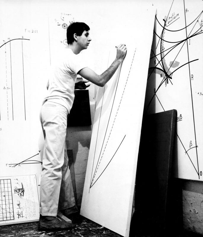 Bernar Venet dans son atelier à Nice, 1966. © Courtesy Archives Bernar Venet, New York / © ADAGP, Paris, 2018
