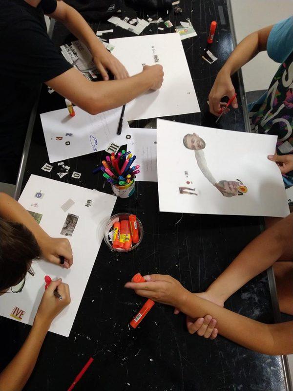 Atelier Poèmes Aléatoires collectifs dans la salle « Jeux de mots. Jeux d'écritures »