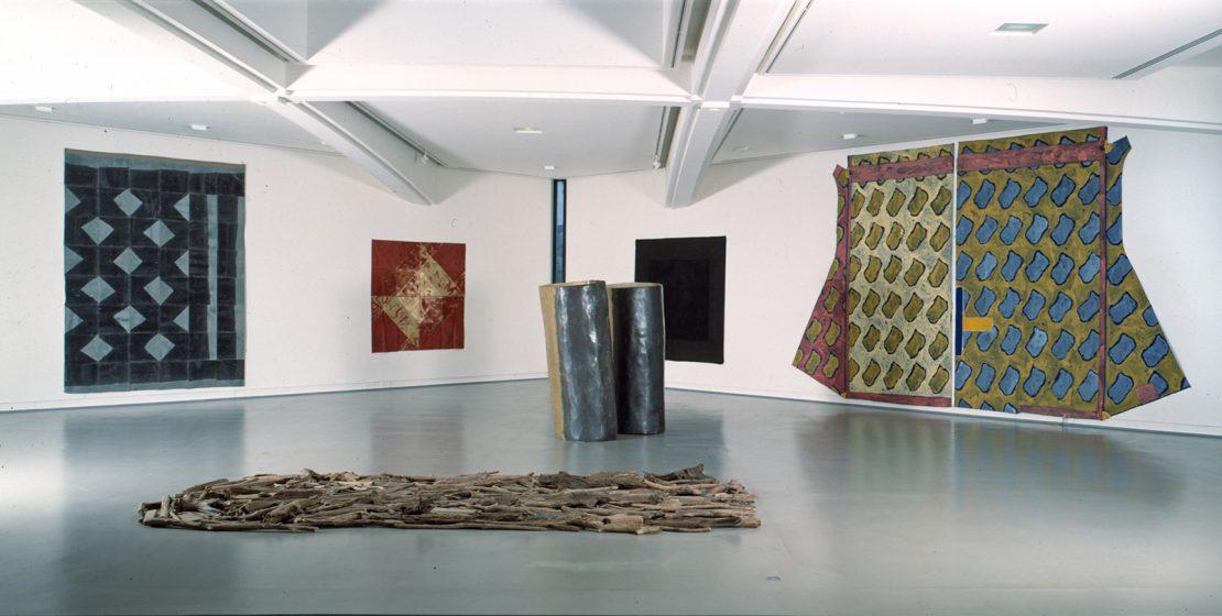 Deuxième volet des collections : Les abstractions autour des années 1970-1980. (minimalistes, Supports-Surfaces et apparentés).